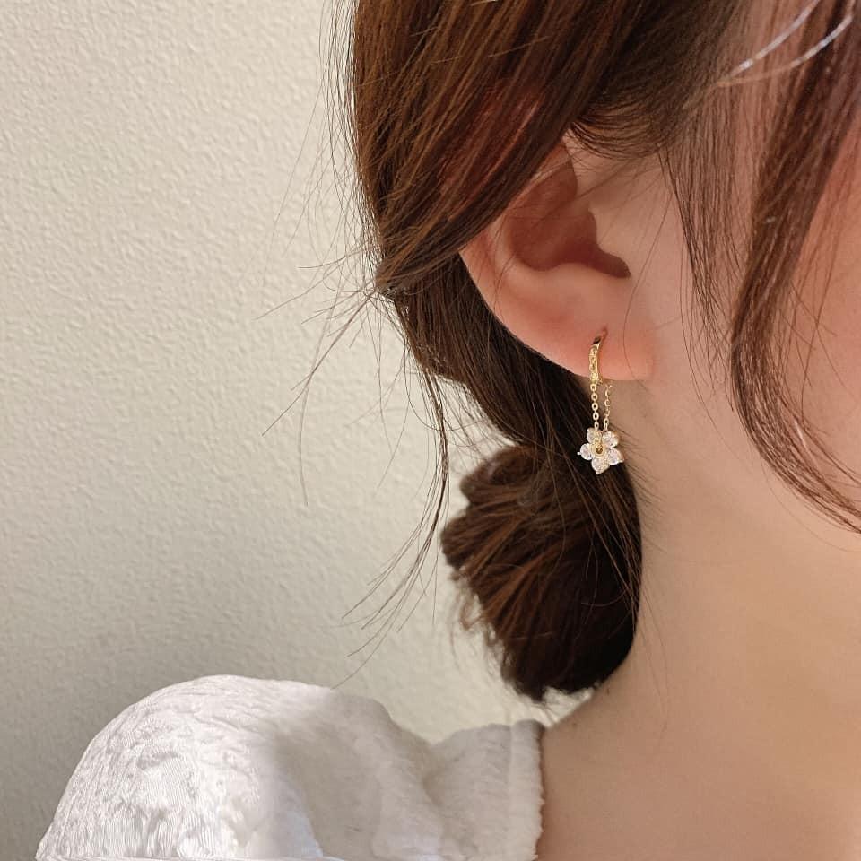 【現貨】韓版 水鑽花朵耳扣式耳環