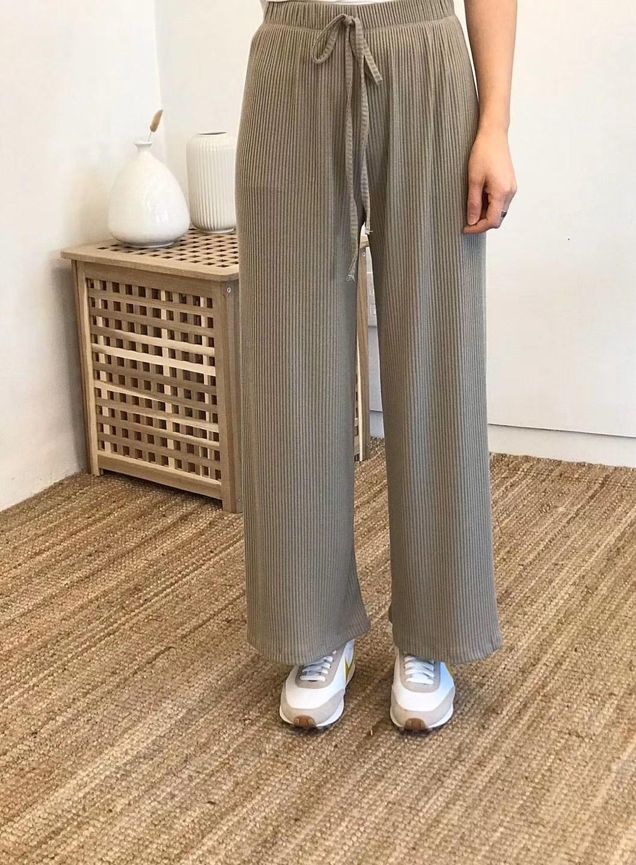 【韓製.預購】歐膩日常.舒服一點也很好看的薄針織寬褲~3色
