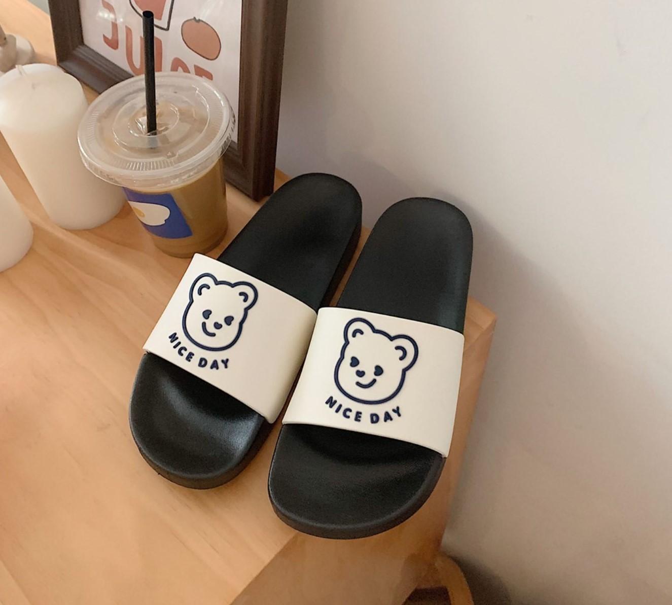 【預購】美好日子.手繪風小熊防水軟Q拖鞋~5色(36~41)