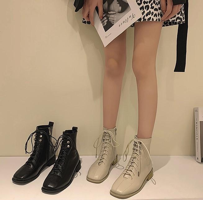 【預購】率性女子.英倫風飾扣 側拉鍊低跟馬丁靴~2色
