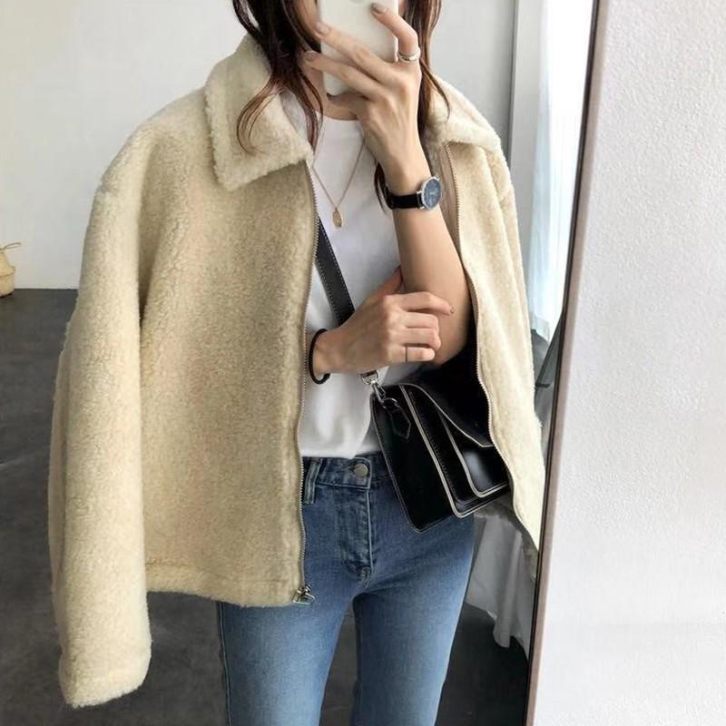 【預購】歐膩日常.簡約中帶點可愛感的羊羔毛拉鍊外套