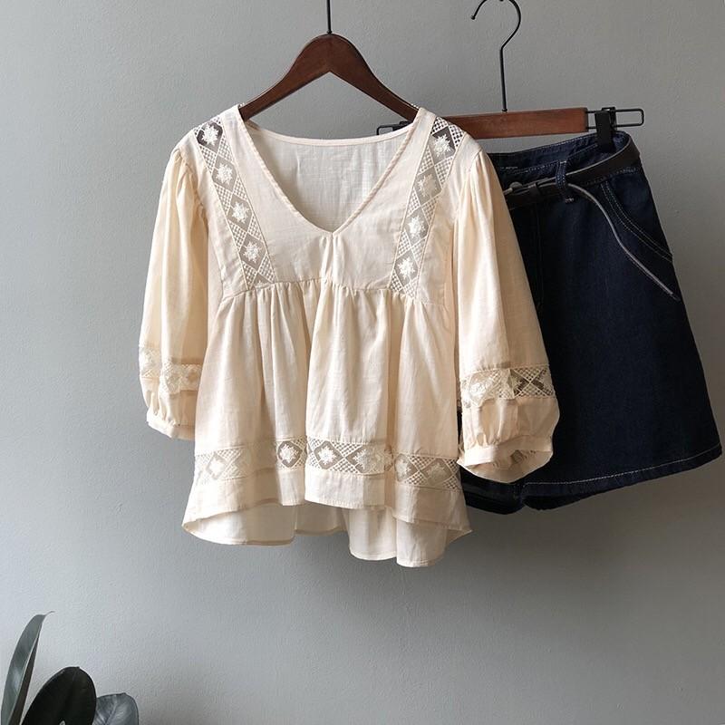 【預購】韓代同款.質感訂製縷空雕花V領娃娃衫上衣