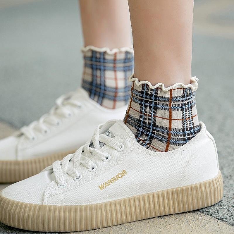 【預購】日系木耳邊格紋中筒襪~5色