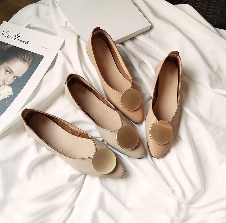 【預購】氣質款金屬圓扣尖頭平底鞋~2色(35~40號)