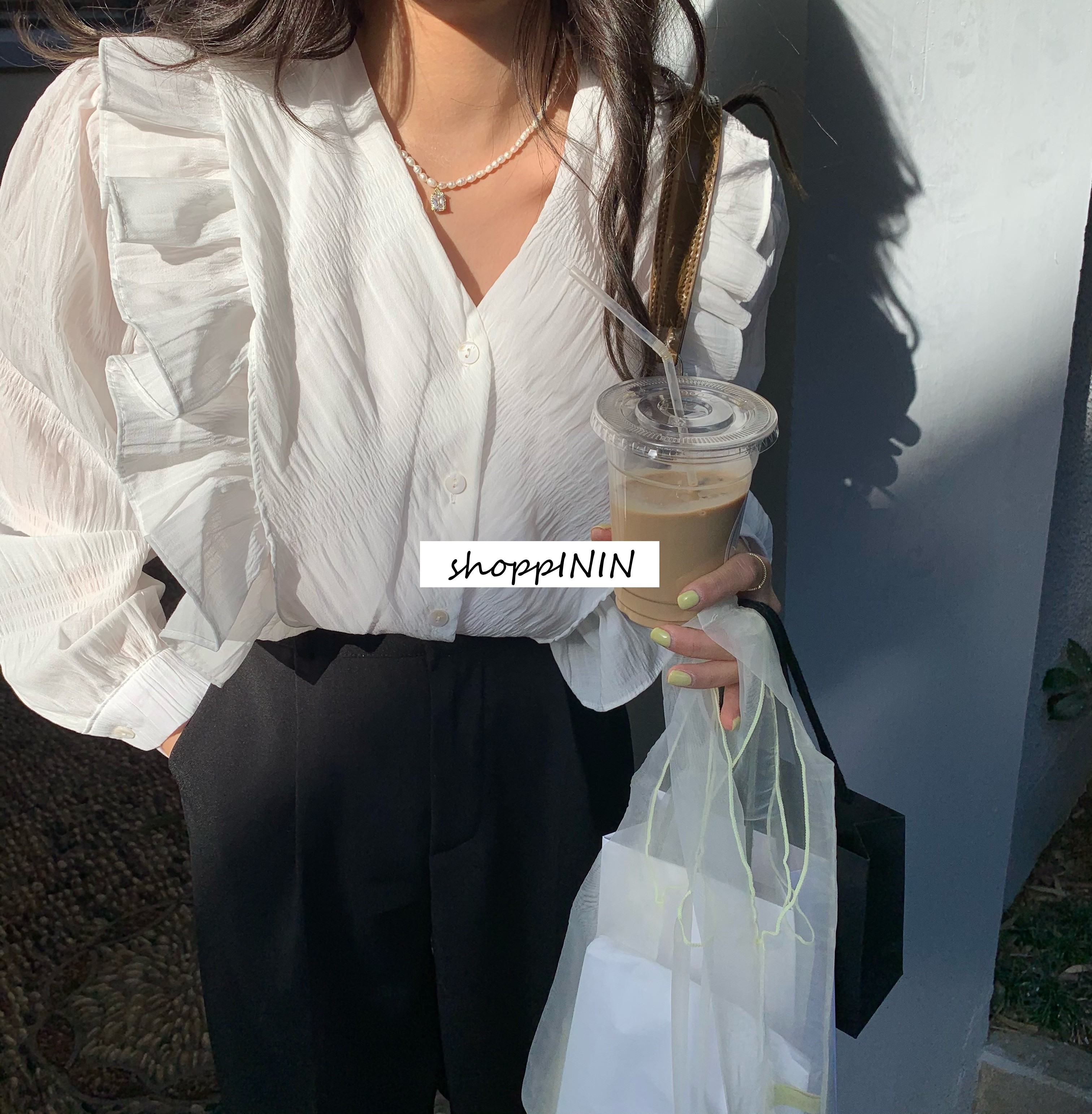 【預購】終於找到!不顯肩寬的法式浪漫荷葉邊襯衫~2色