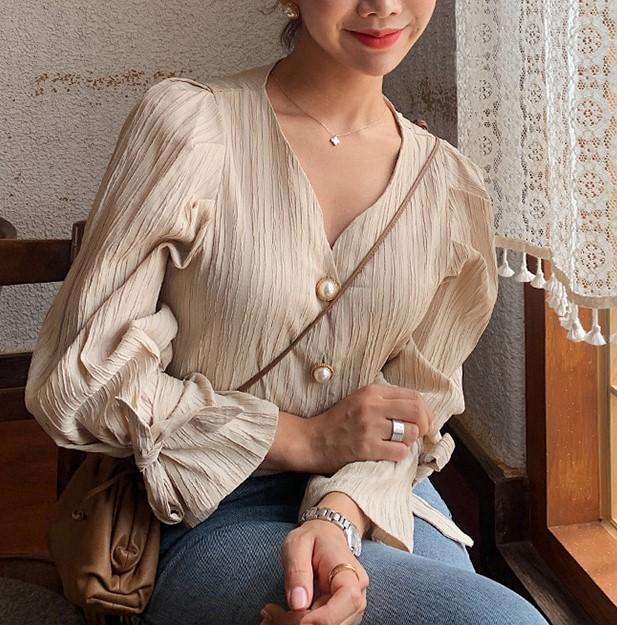 【預購】歐膩的衣櫃.氣質V領珍珠扣襯衫上衣(韓製)