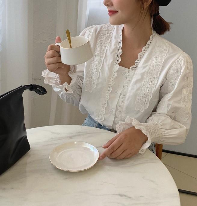 【預購】法式優雅設計款荷葉花邊襯衫上衣