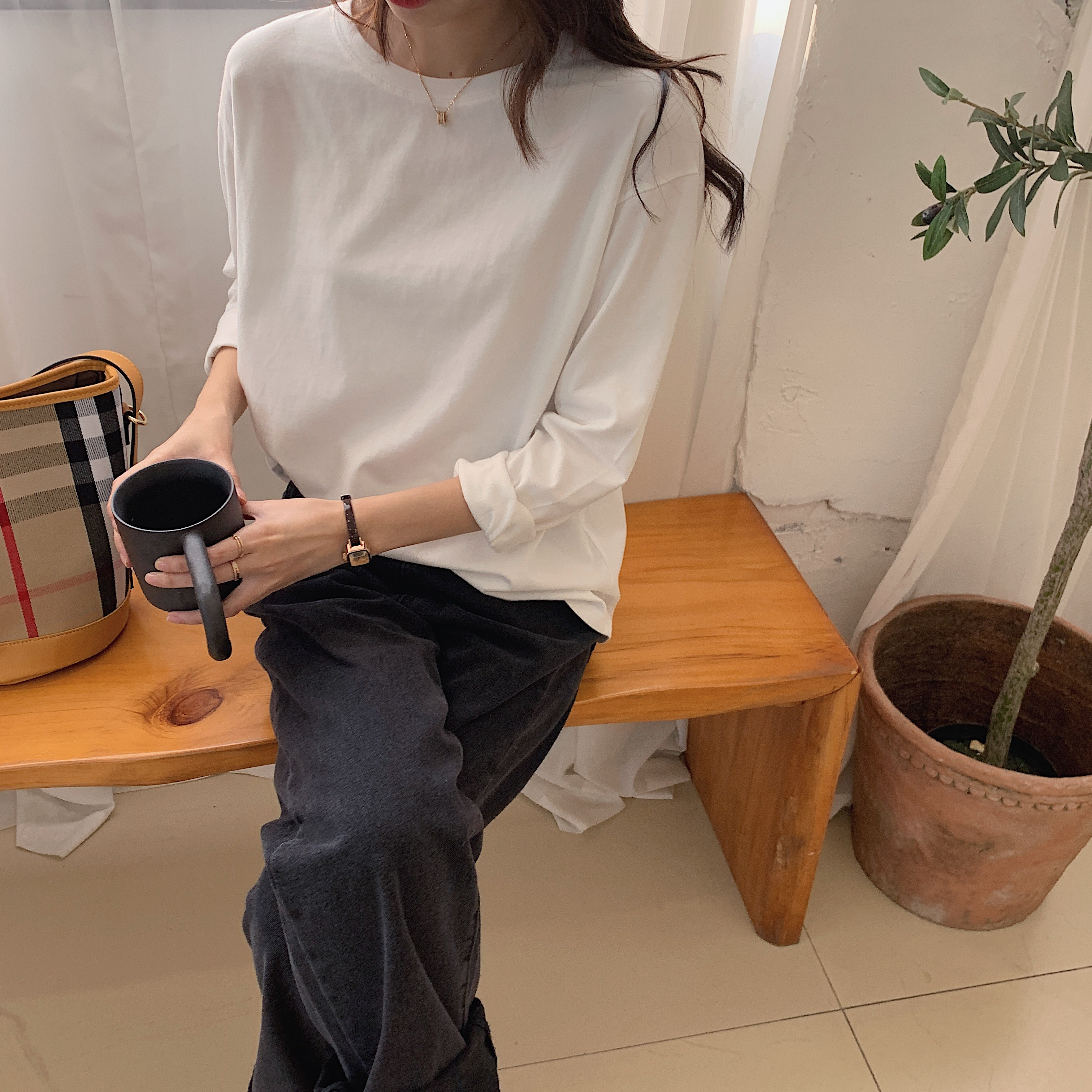 【預購】衣櫃必備!可內搭 可單穿超舒服的磨毛白色長袖Tee