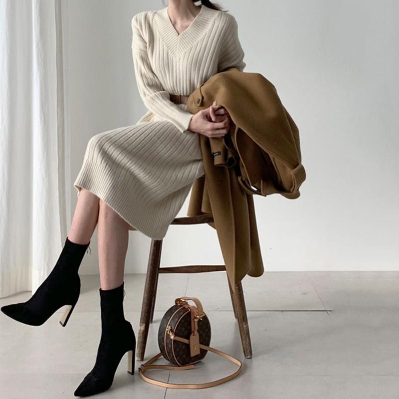 【預購】秋冬最實穿!法式氣質女子 V領坑條針織洋裝~2色