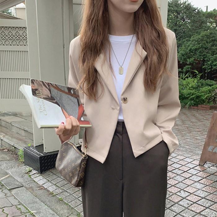 【預購】歐膩的衣櫃.韓版設計 一粒扣短版西裝外套~2色