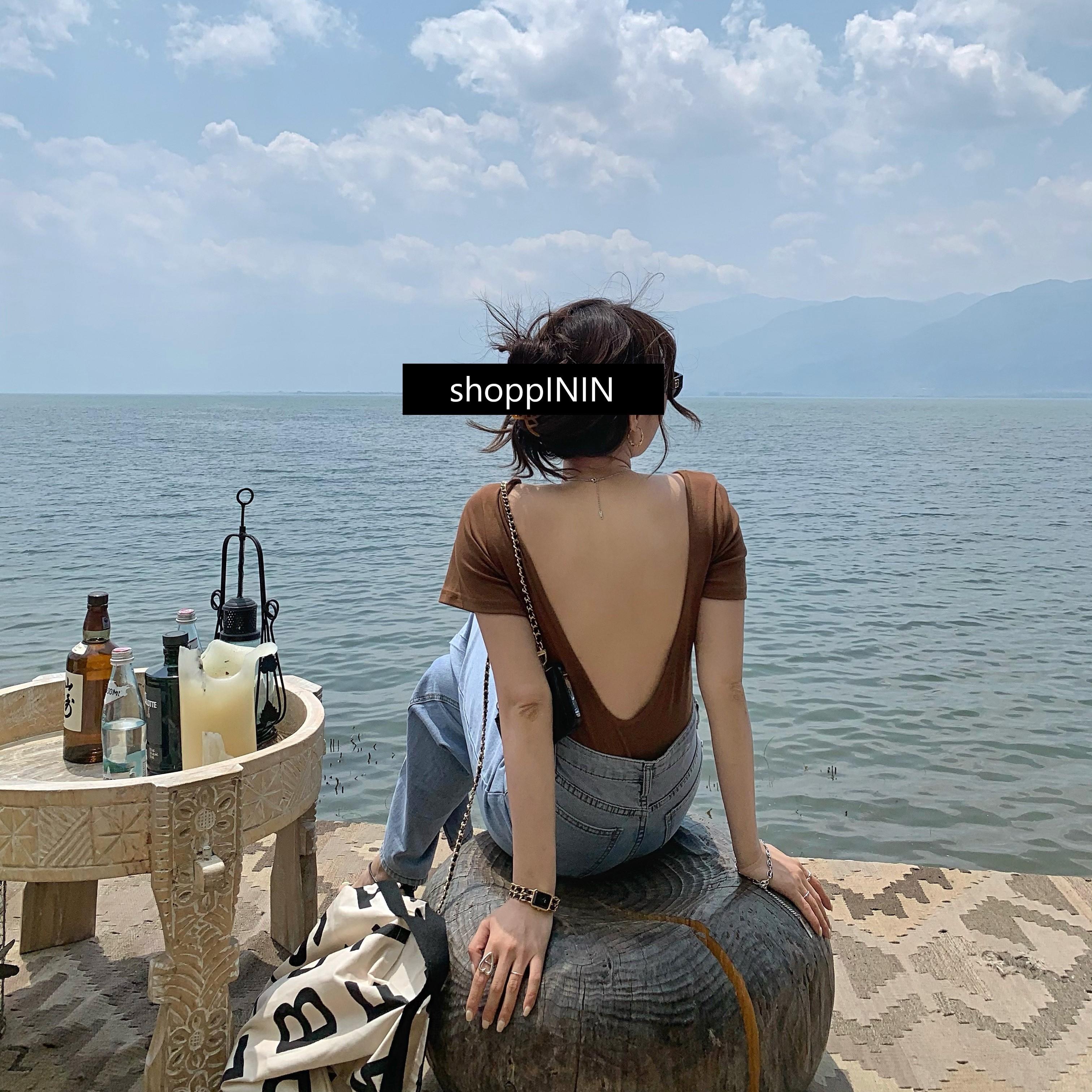 【預購】法式慵懶風.質感大露背 全彈力短袖棉Tee~2色(內含胸墊)
