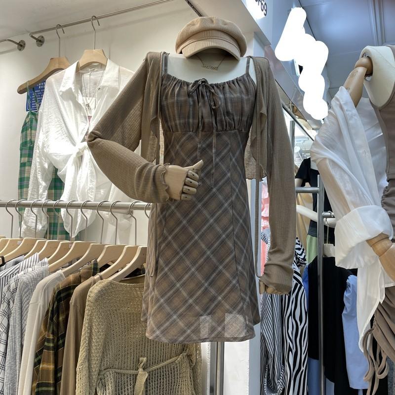 【預購】東大門款.復古英倫風 細肩帶格子洋裝+罩衫套裝