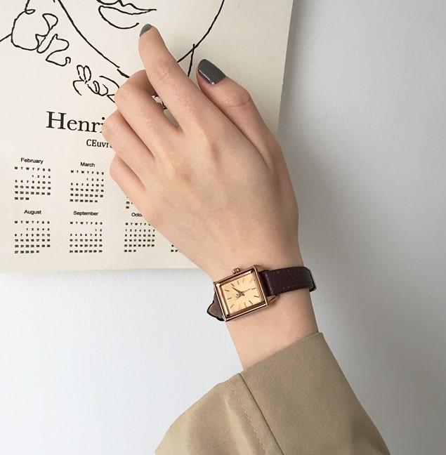 【預購】韓牌Julius 文藝風方形皮錶~2色