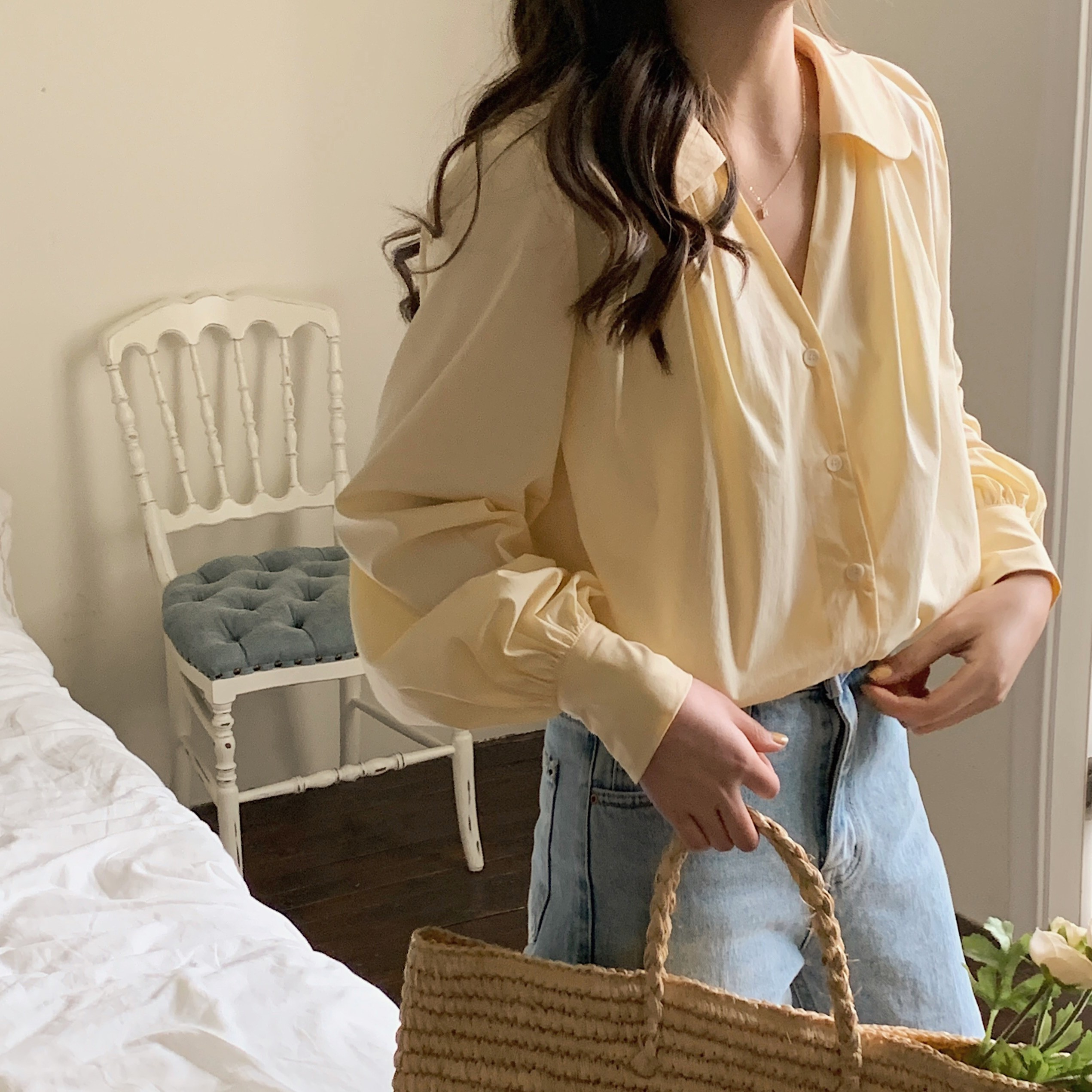 【預購】韓國訂單.氣質女孩 顯瘦娃娃V領 設計款襯衫上衣~2色