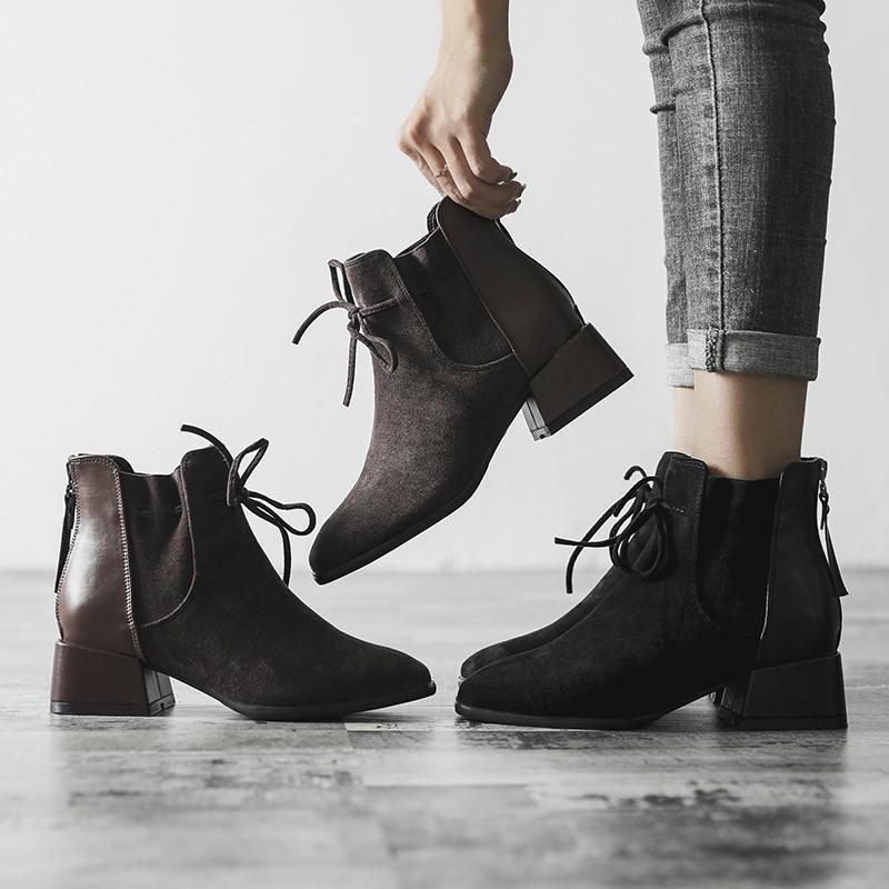 【預購】設計款.小眾英倫風綁帶粗跟短靴~2色(35~41號)