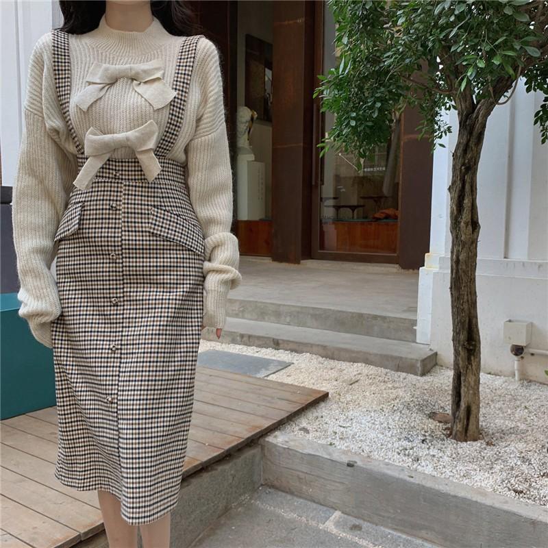 【預購】歐膩的衣櫃.設計款蝴蝶結毛衣 + 復古質感格子吊帶裙(上衣、裙子需分開購買)