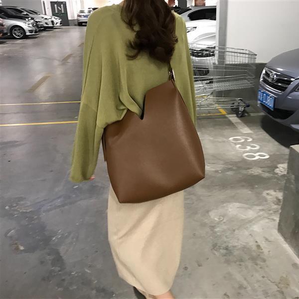 【預購】韓簡約設計款V口子母水桶包~3色