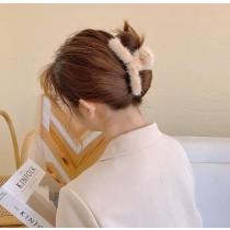 【預購】知性慵懶風.秋冬款 毛茸茸又字抓夾 大髮夾~6色