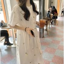 【預購】小清新女孩.刺繡小花 短袖娃娃白洋裝