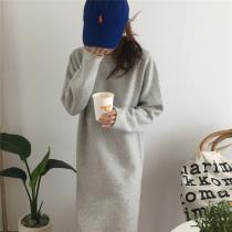 【現貨】One piece系列.溫柔捲邊針織長洋裝(淺灰色)