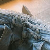 【預購】腰間蕾絲.百搭款高腰牛仔微寬褲