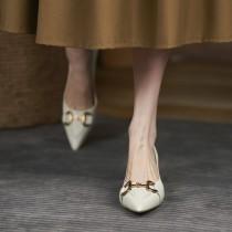 【預購】法式優雅風.金屬裝飾尖頭跟鞋~2色