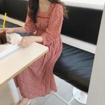 【預購】溫柔女子專用.超顯白設計款方領碎花長洋裝~2色
