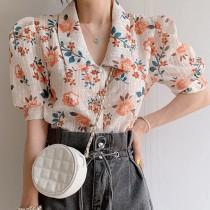【預購】復古小可愛.刺繡布料 花朵襯衫上衣~2色