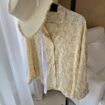【預購】有點可愛的文藝風.淺鵝黃碎花長袖襯衫