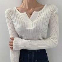 【預購】韓IG同款 胸前小V口 露鎖骨坑條薄針織上衣~3色