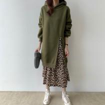 【預購】一件出門系列.連帽衛衣拼接豹紋假兩件長洋裝~2色