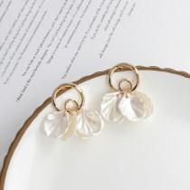【預購】輕奢質感.小香風花瓣耳針/耳夾式耳環