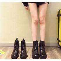 【預購】英倫風雕花低跟短靴(35~40)