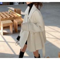 【預購】精緻女子.復古粗花呢 西裝領中長款綁帶外套~2色