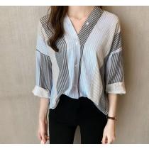 【預購】法式質感條紋V領襯衫~3色 (M~4XL)