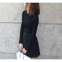 【現貨】衣櫃必備的基本款!木耳邊直壓紋薄針織衫(黑色賣場)